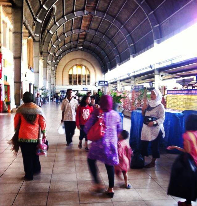 ジャカルタの電車駅