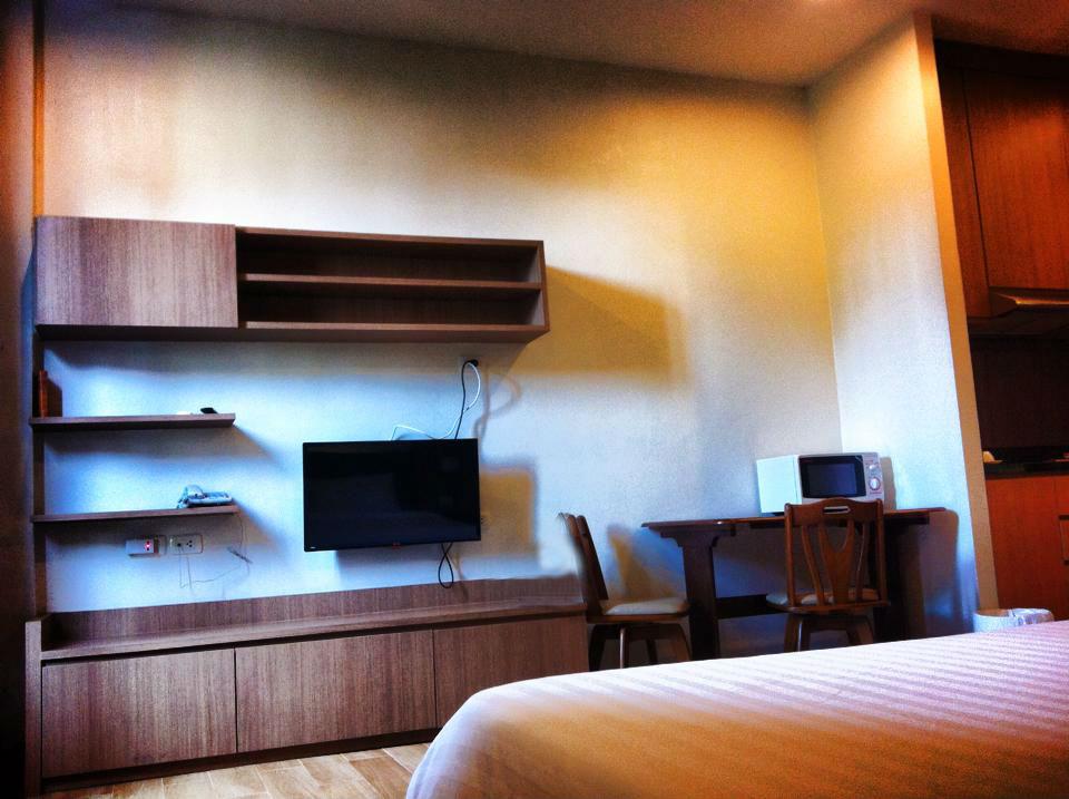 シラチャのサービスアパートメント兼ホテルのリビング