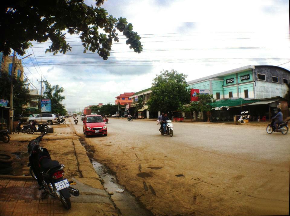 ポイペト市内の道路