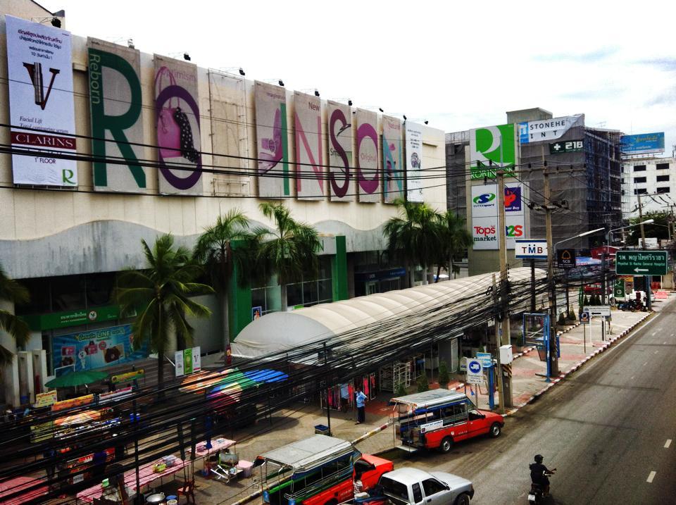 シラチャの街の中心部にあるロビンソン百貨店