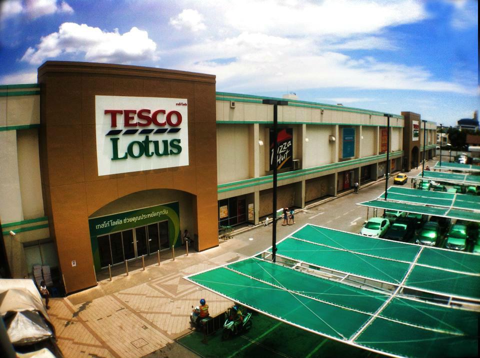 オンヌット駅前のスーパー、TESCO LOTUS