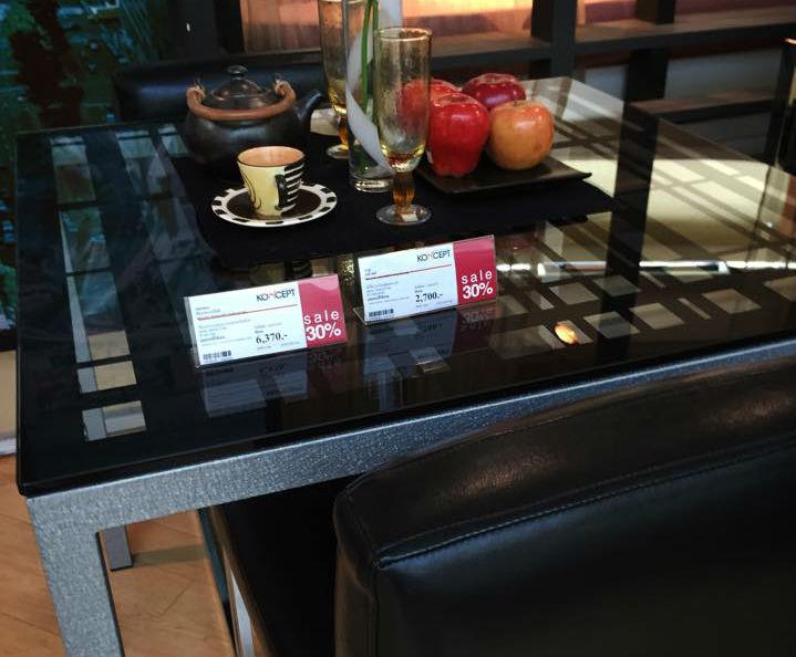 タイの家具家電・ダイニングテーブル