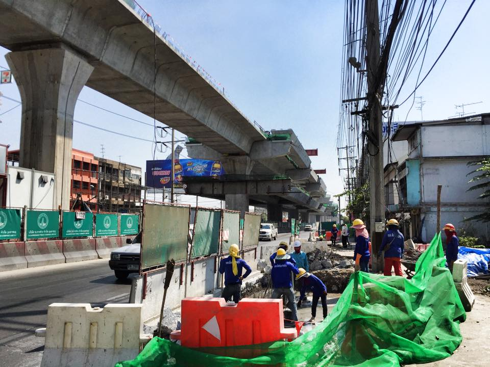 エラワン駅建設作業201501