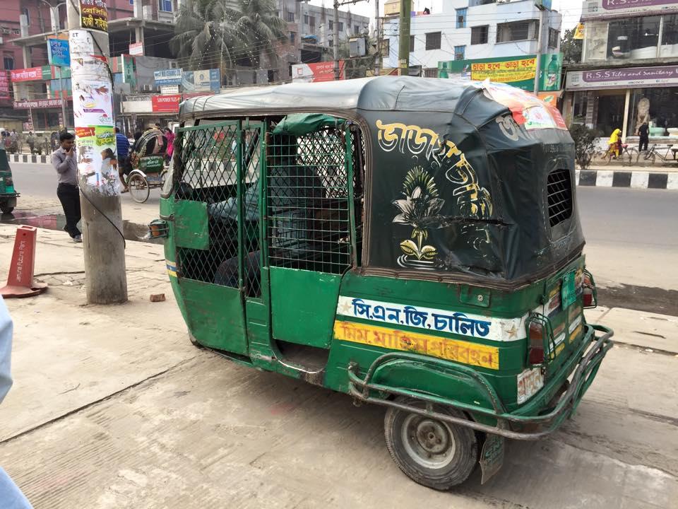 バングラデシュのCNGタクシー