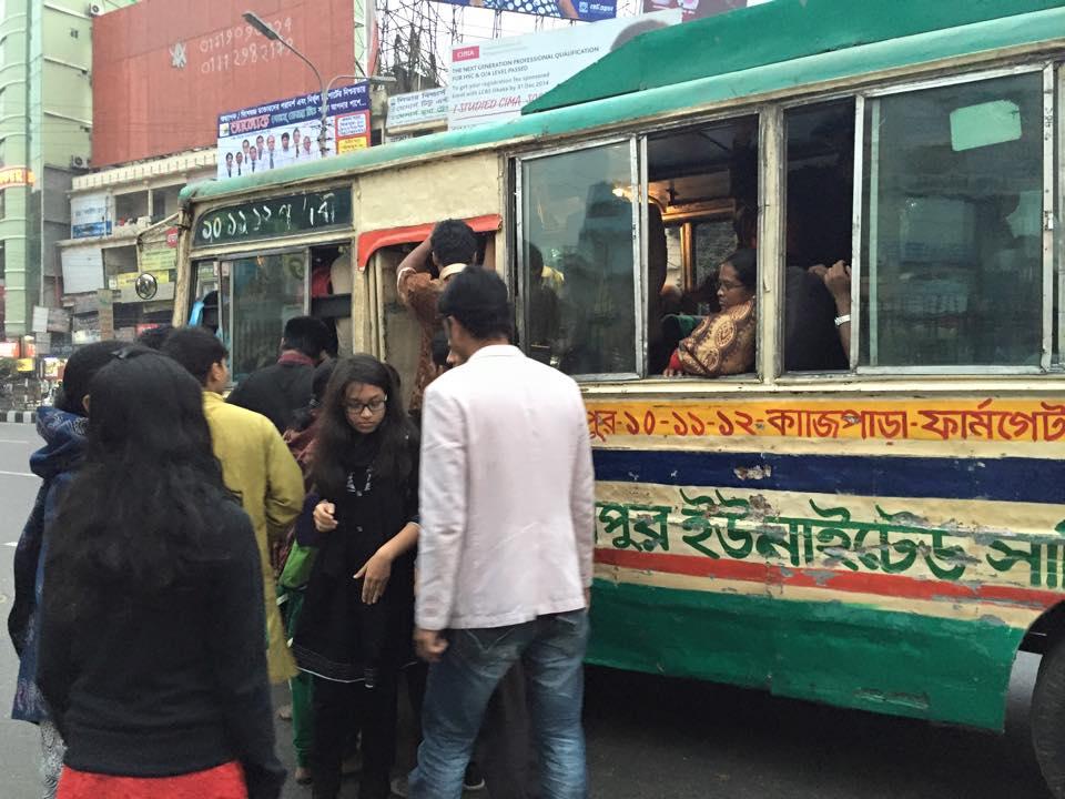 バングラデシュ・ダッカの路線バス