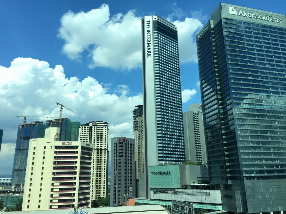 マレーシア・クアラルンプールのオフィスビル群