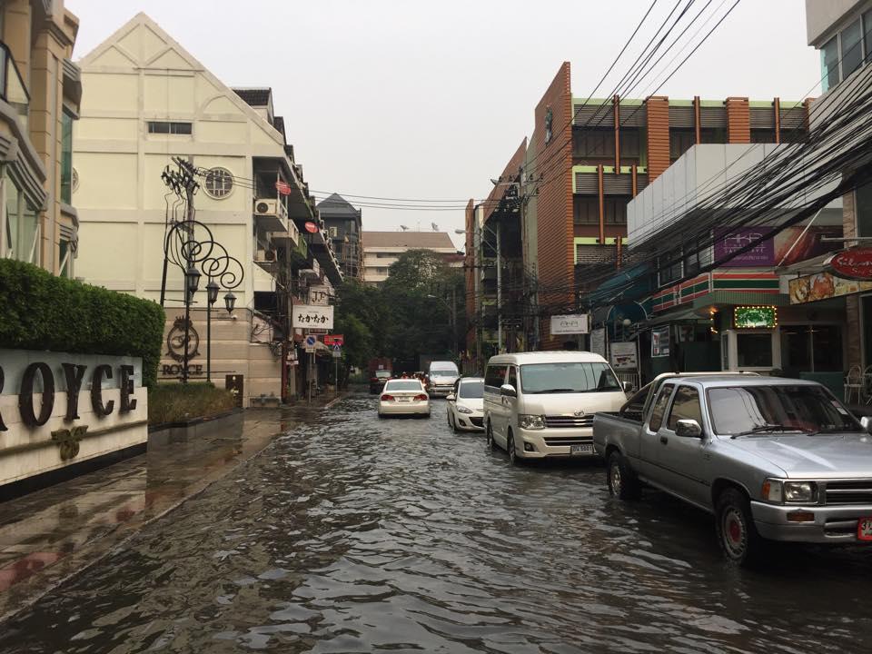 スクンビットの洪水・ソイサワディー