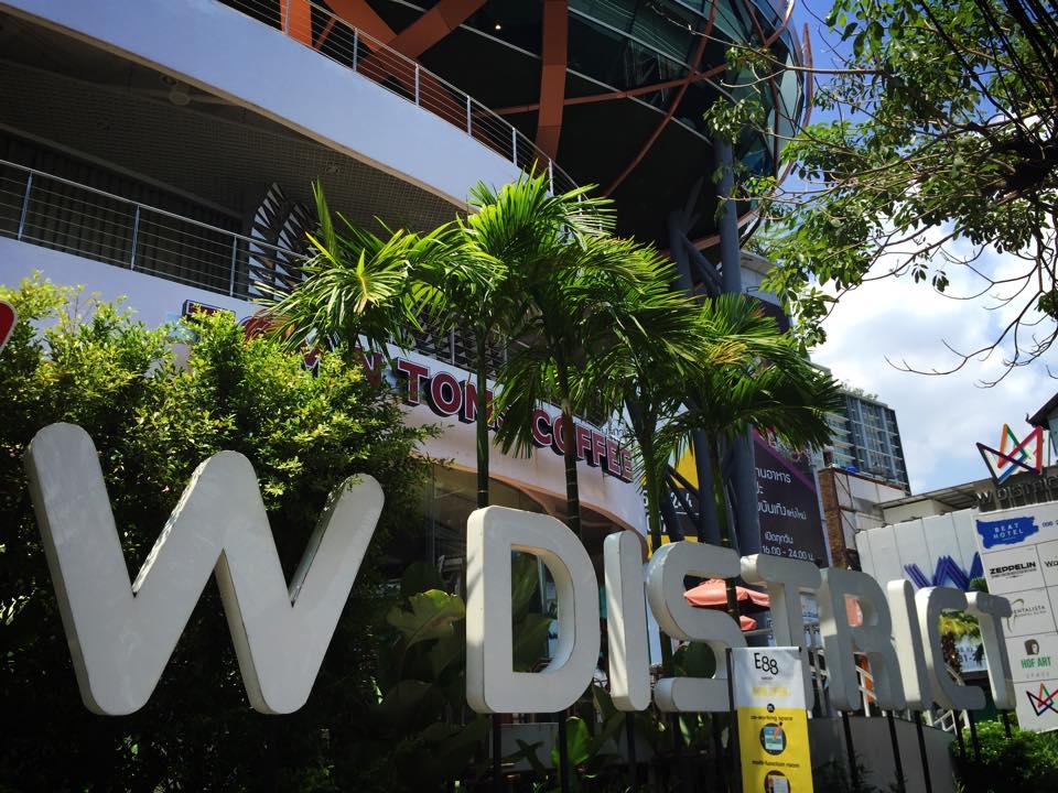 プラカノン駅前のコミュニティモール W DISTRICT
